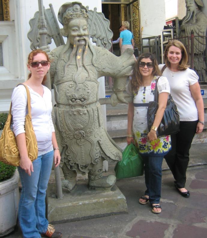 ??, Johanna and Jennifer at Wat Pho