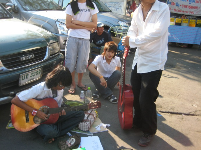 Street musicians at the Chatuchak Weekend Market