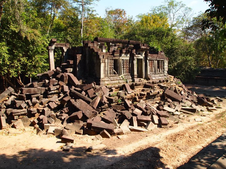 exploring the fringes of siem reap: beng mealea, kbal spean & banteay srei (6/6)