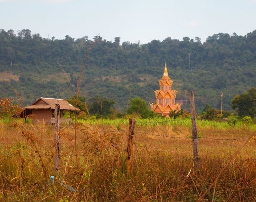 a little temple in a random field in the middle of nowhere, on the way from Kbal Spean