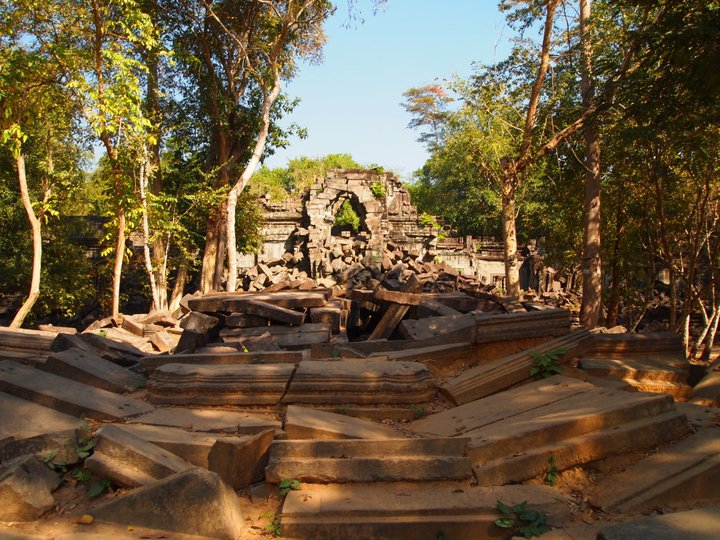exploring the fringes of siem reap: beng mealea, kbal spean & banteay srei (5/6)