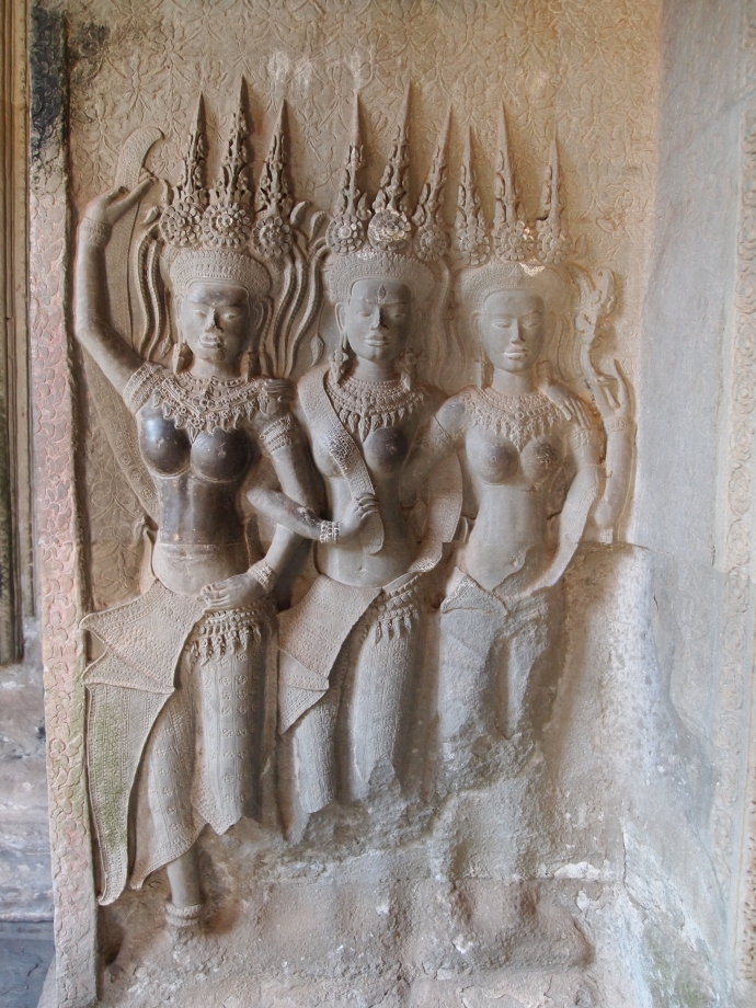 carvings of Apsara dancers in angkor wat
