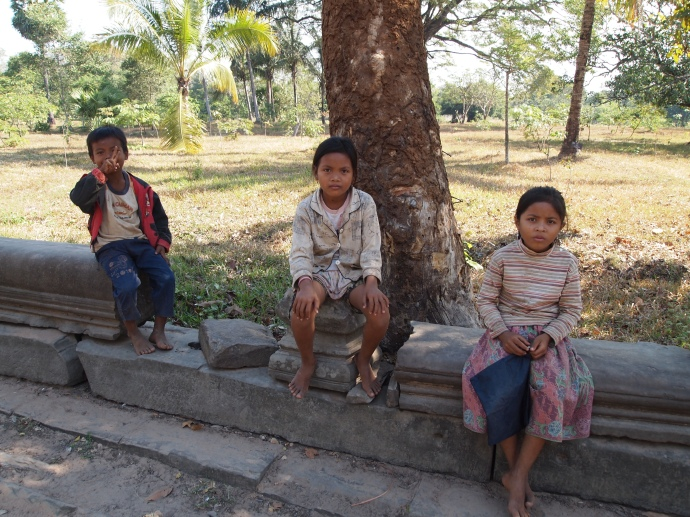 cambodian children on the way to beng mealea