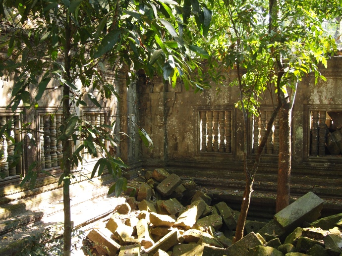 inside beng mealea...a jumbled mess