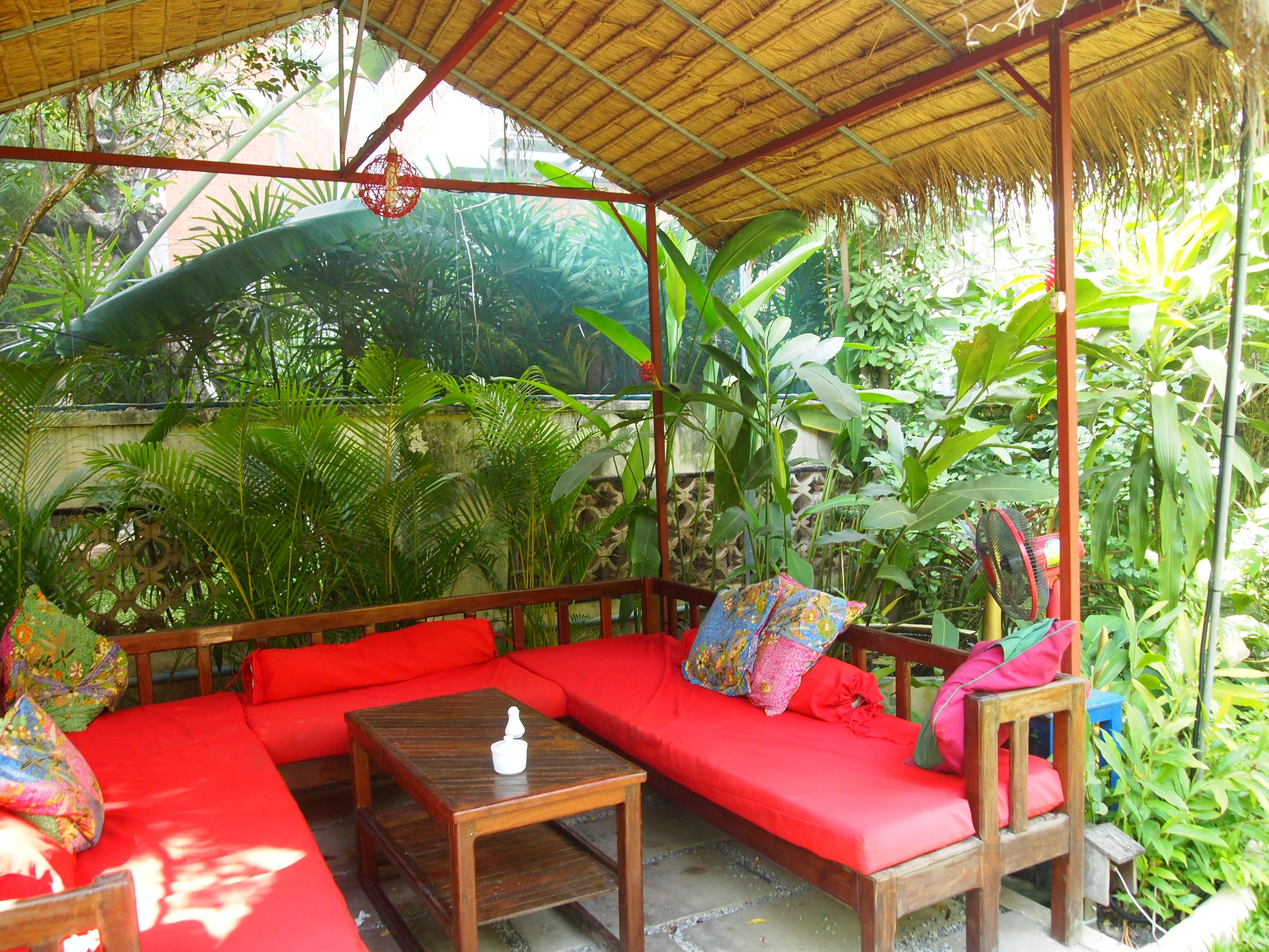 Butterflies garden restaurant rice paddies papayas for Cuisine garden