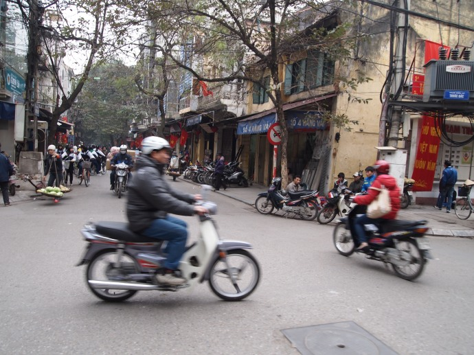 chaotic streets of hanoi
