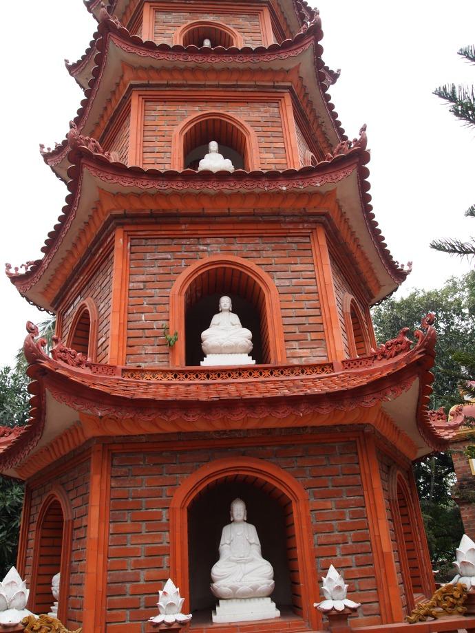 buddha statues in Tran Quoc pagoda