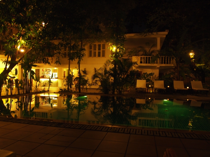 my last night at the villa langka :-(  ~ the pool by night