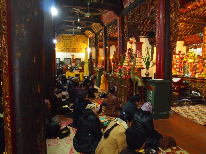 worship at Tran Quoc Pagoda