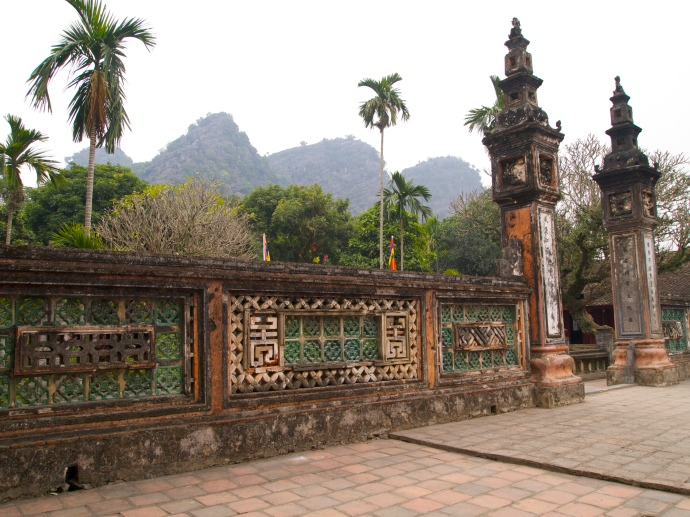 gates and walls of Hoa Lu