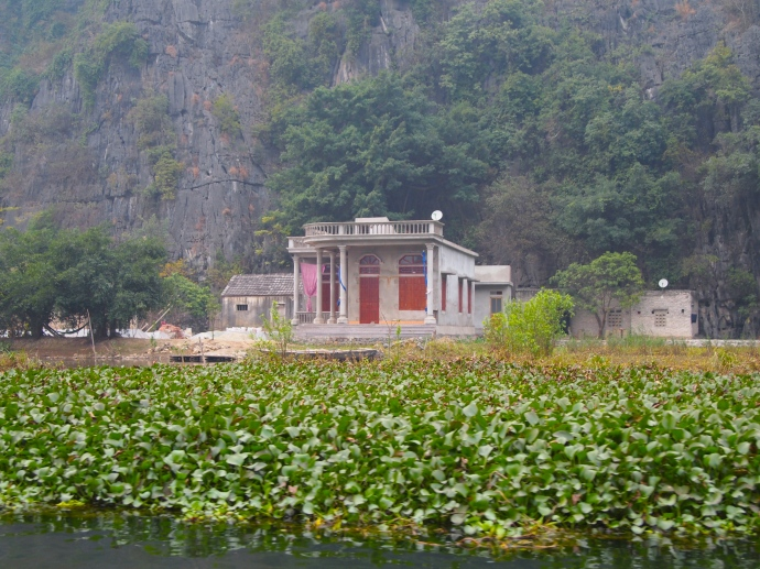 a mansion along Tam Coc