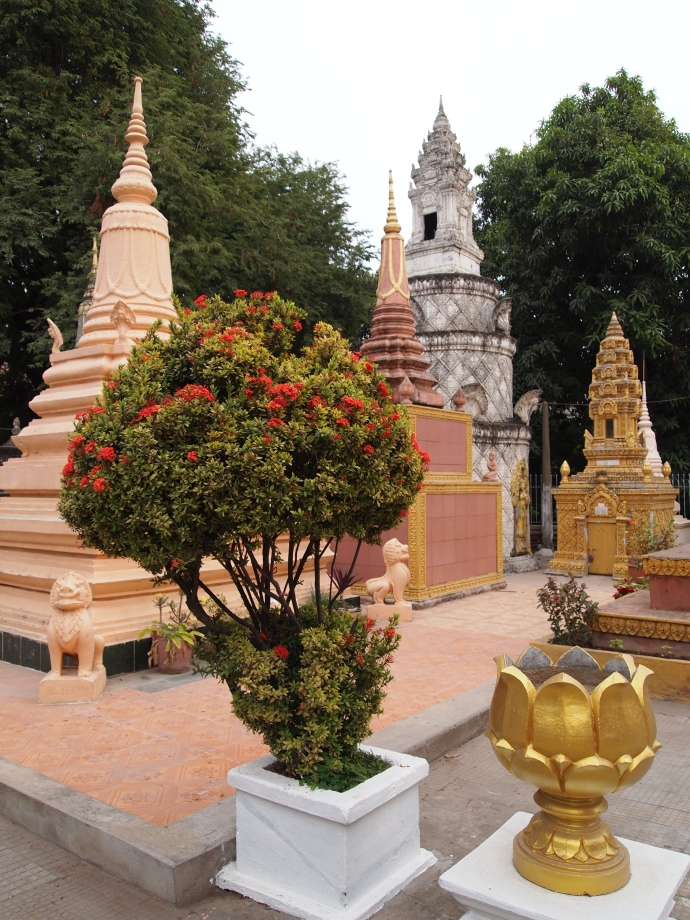 the shrines at Wat Langka