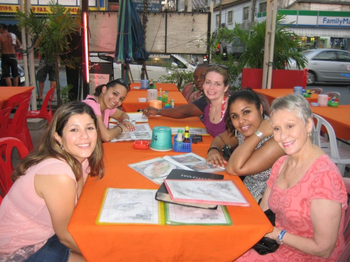 dinner at a fresh fish restaurant along the street in Phuket: Johanna, Luz, ??, Juliana and ??