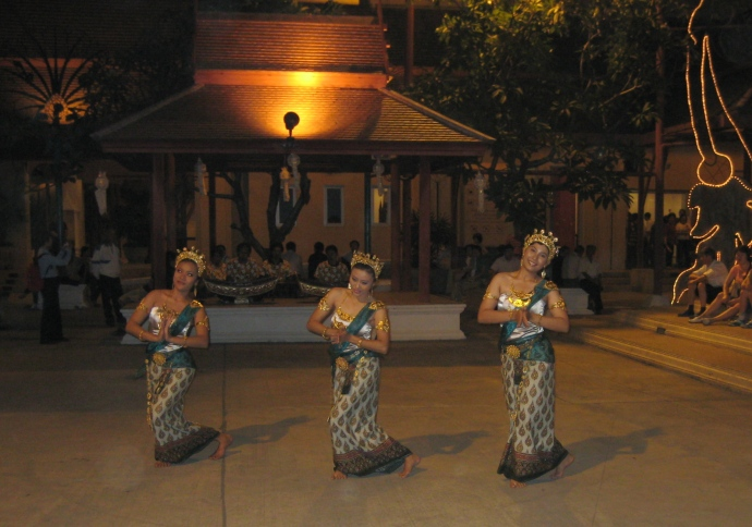 more Thai dancers