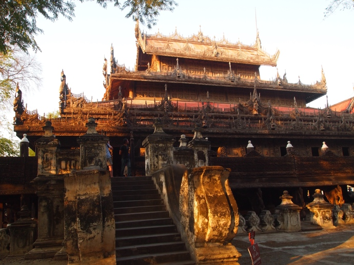 view from below of Shwe Nandaw Kyaung
