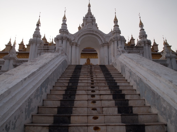 Stairs up to Maha Atulawaiyan (Atumashi) - Kyaung Dawgyi