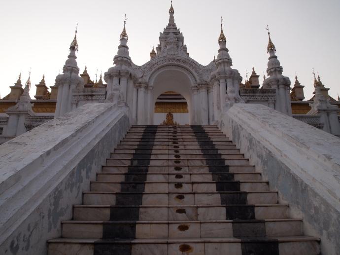 Stairs up to Maha Atulawaiyan (Atumashi) - Kyaung Dawgyi