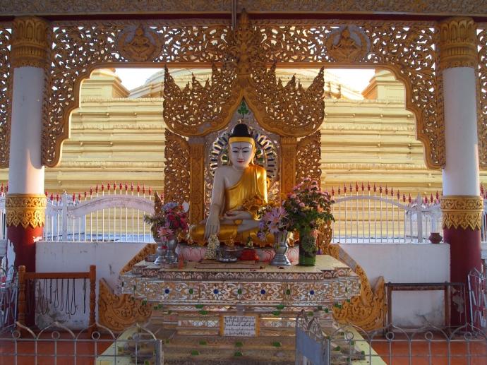 Buddha at Naha Lokanarazein Kuthodaw Pagoda
