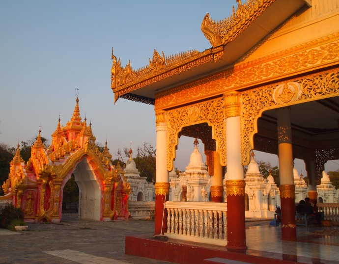 Sunset at Naha Lokanarazein Kuthodaw Pagoda