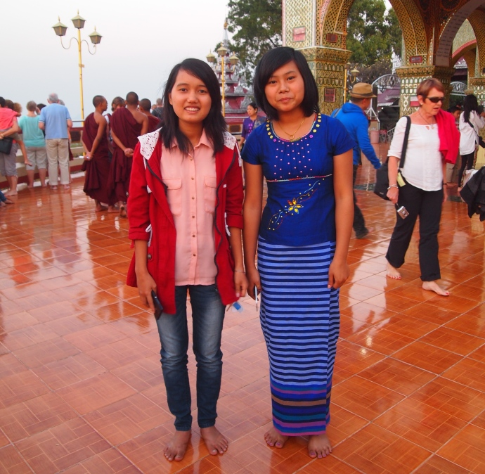 Burmese girls at Su Taung Pyai Pagoda