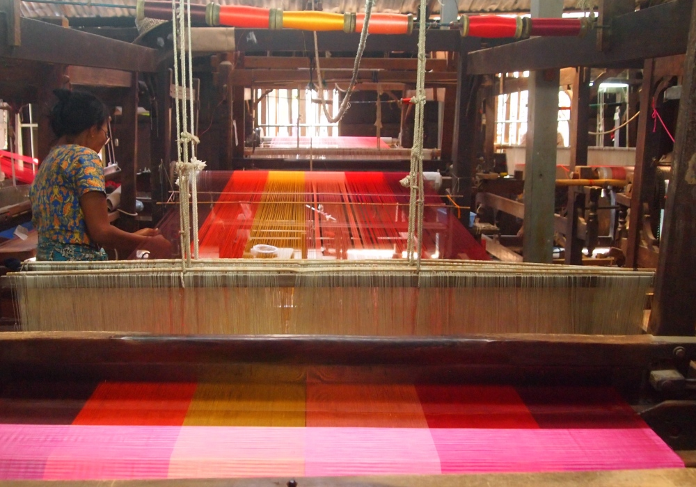 a silk weaving factory, a buddhist academy & sagaing hill (1/6)
