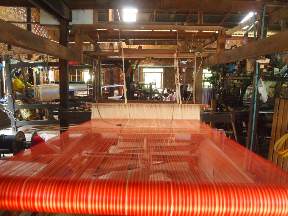 a silk weaving factory, a buddhist academy & sagaing hill (6/6)