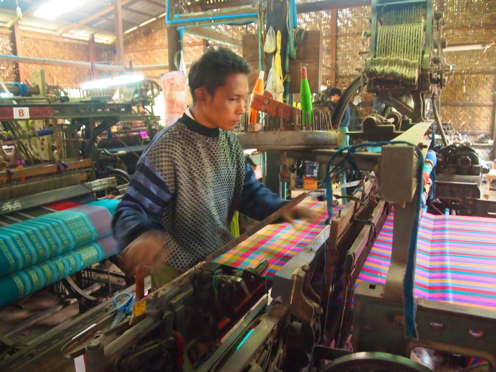 a silk weaving factory, a buddhist academy & sagaing hill (4/6)