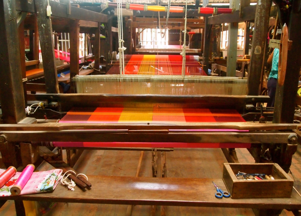 a silk weaving factory, a buddhist academy & sagaing hill (5/6)