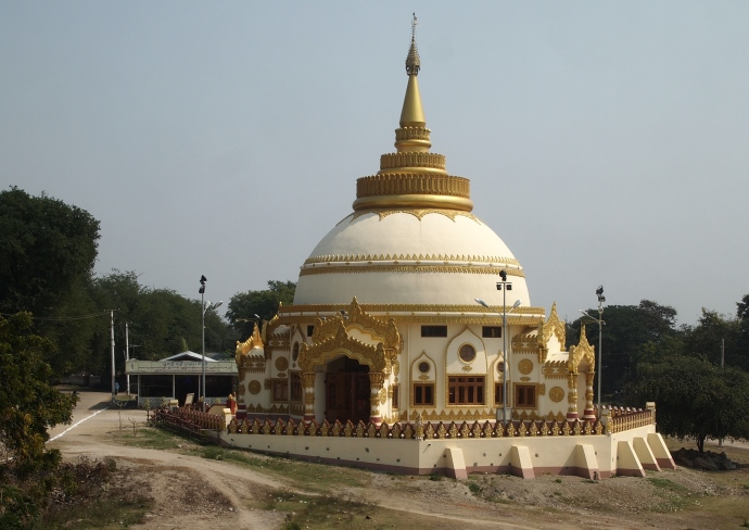 Pagoda on the way to Sagaing