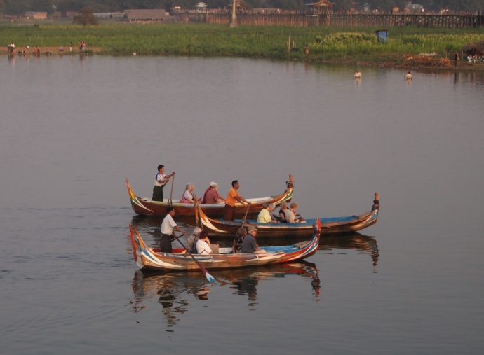Boats in Taungthaman Lake