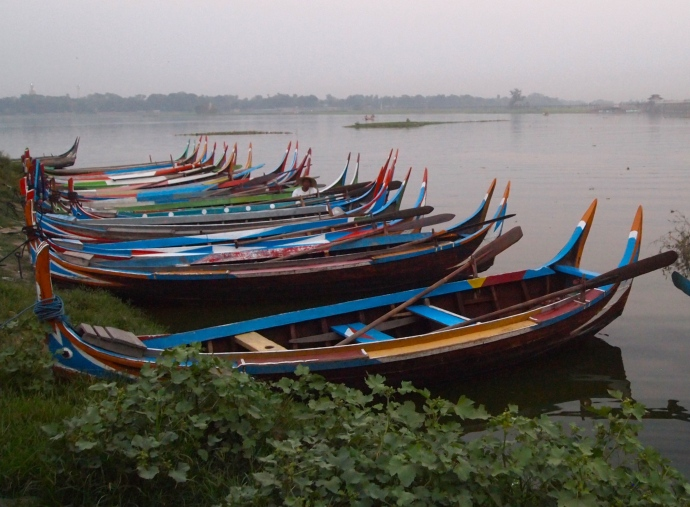boats at Taungthaman Lake