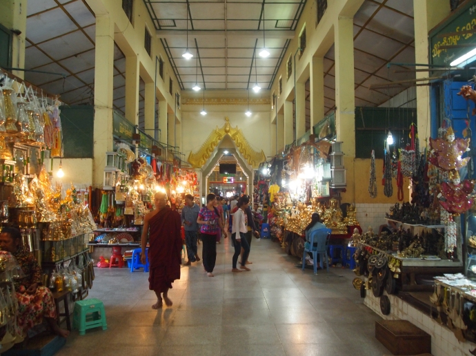 Souvenir hall leading to Mahamuni Paya