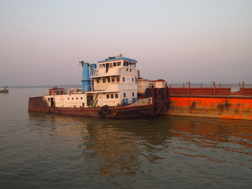 a slow cruise down the ayeyarwady river from mandalay to bagan (3/6)