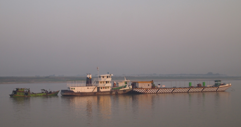 a slow cruise down the ayeyarwady river from mandalay to bagan (4/6)