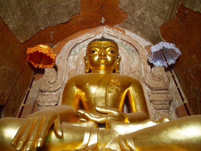 Buddha at Htilominlo Pahto