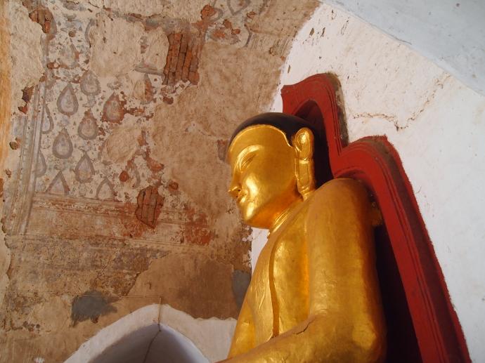 Buddha at Thatbyinnyu Pahto