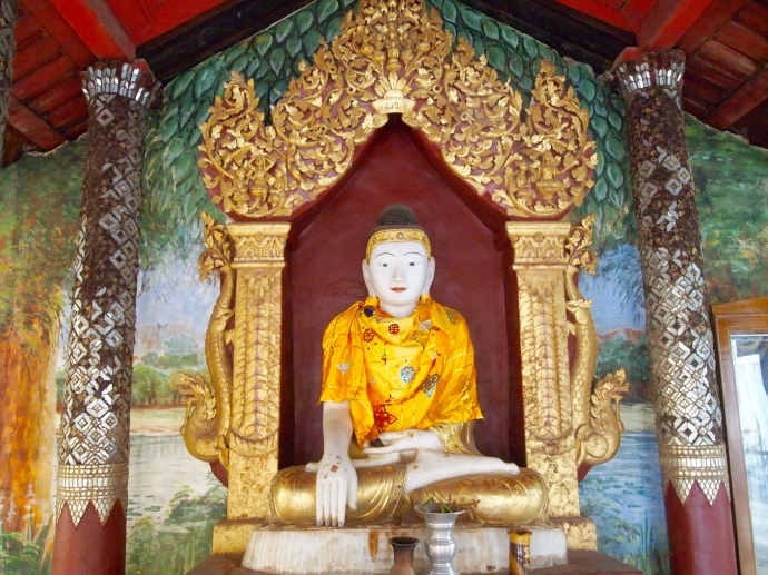 Buddha figure at Shwezigon Paya