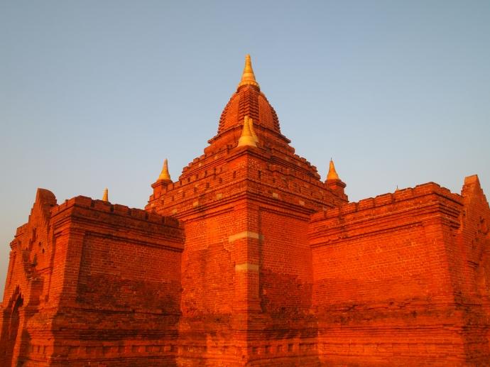 standing atop Pyathada Paya
