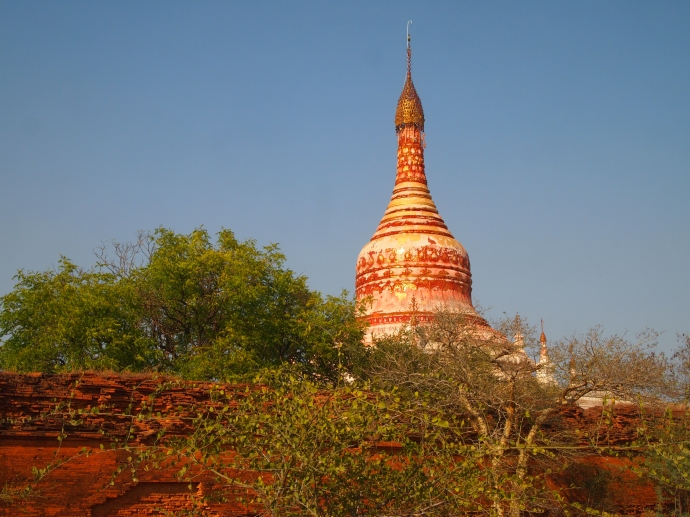 pagodas along the way to Minnanthu