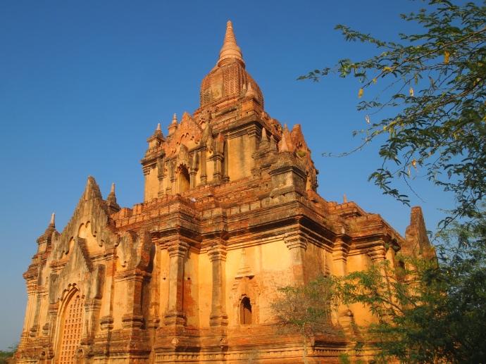 pagodas along the way to Minnanthu