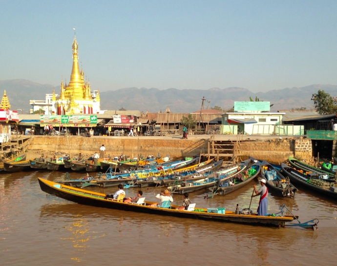 boats in Nyaungshwe