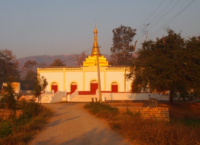 Small pagoda near Khaung Daing Village
