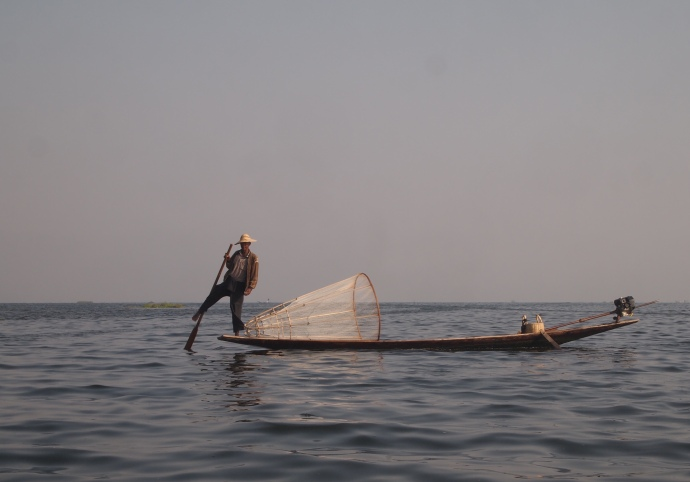 Intha technique of leg rowing