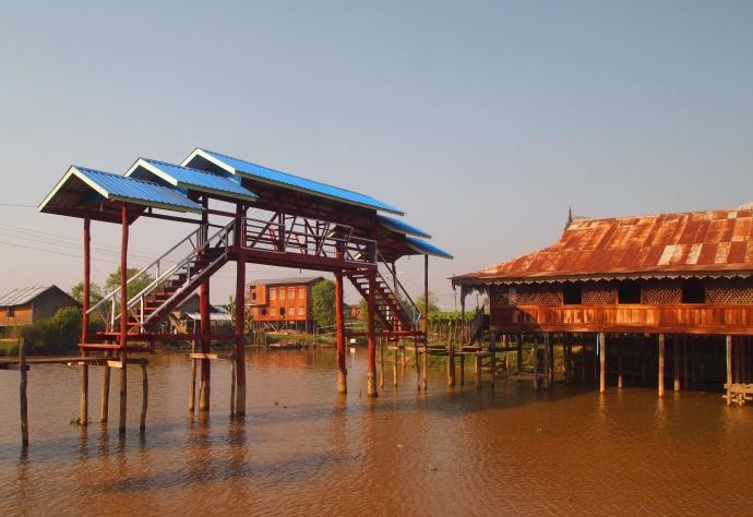 approaching Nga Phe Chaung Monastery