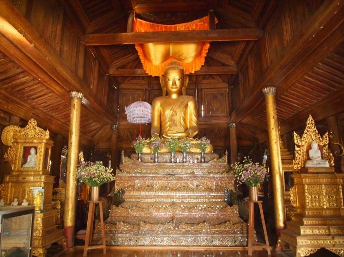 Buddha at Shwe Yaunghwe Kyaung
