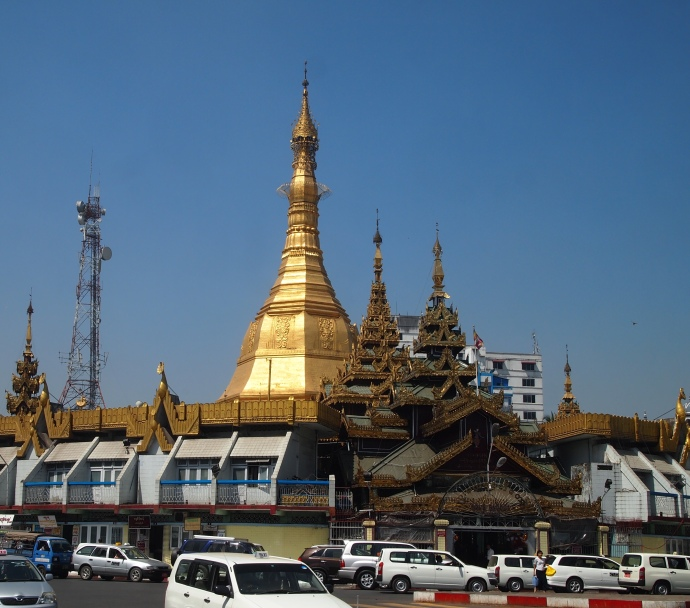 Sule Paya in the middle of the traffic circle